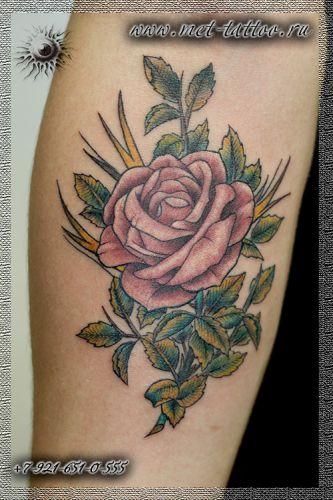 Цветная татуировка в стиле олдскул. Old School татуировка - роза на предплечье.