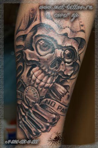 Мужская черно-белая татуировка на голени. Coverup. Перекрытие старой татуировки.